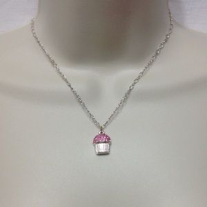 Accessories - Silver necklace w/ cupcake charm
